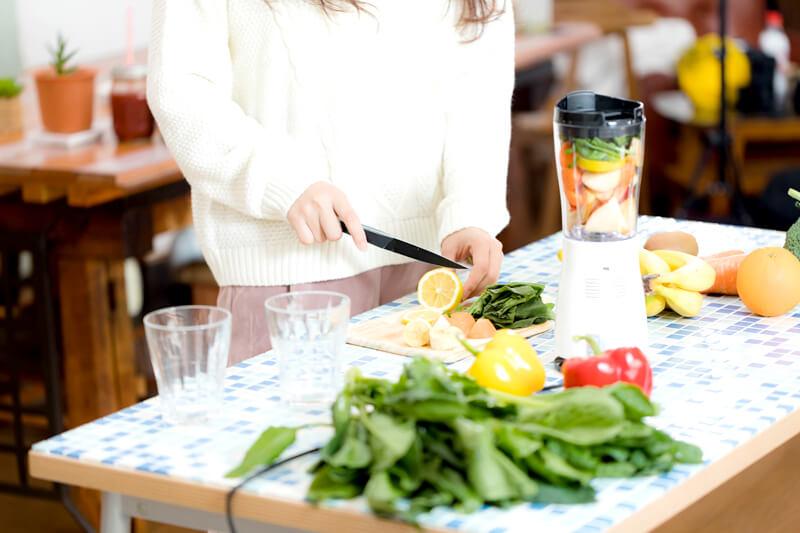 ほかの野菜や果物と合せて青汁に
